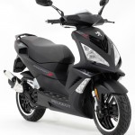 Peugeot Speedfight 3 DarkSide Mad-Black vorne links